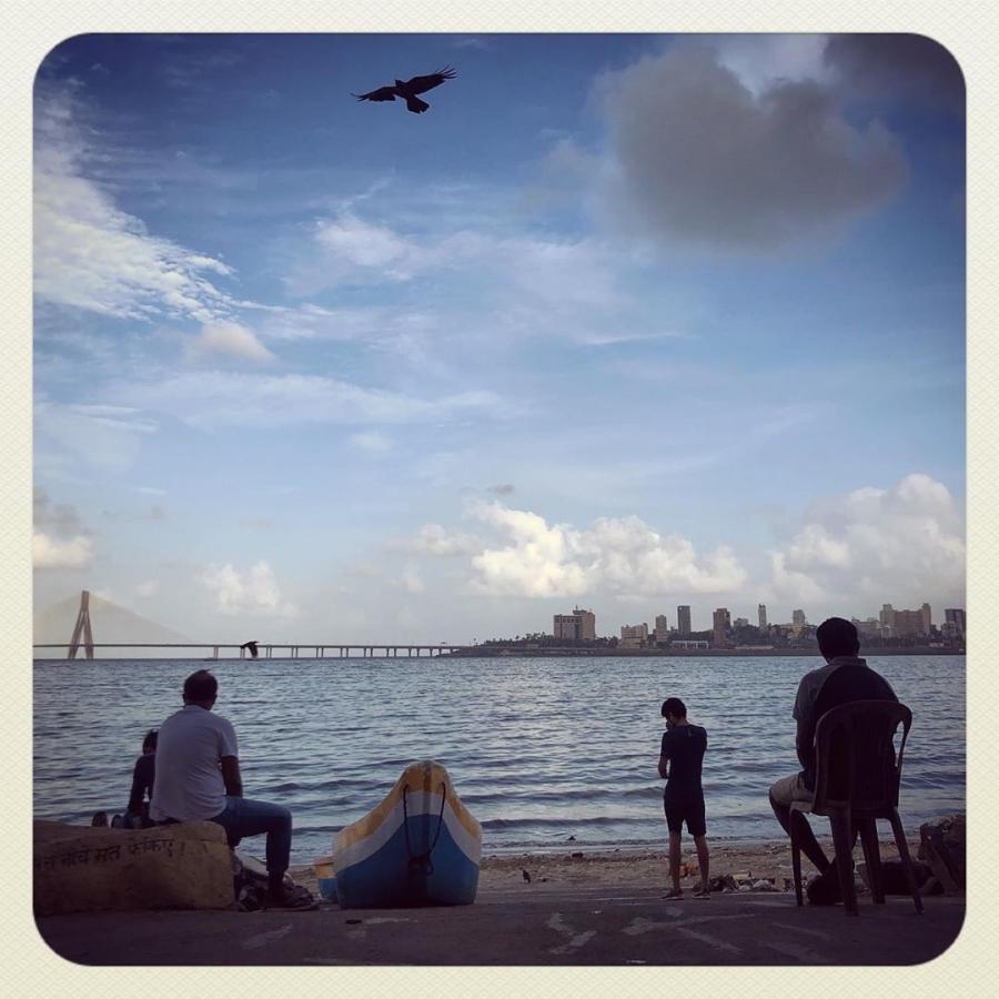 people by the mumbai sea