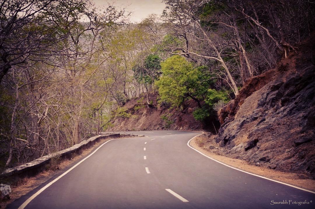 road in india